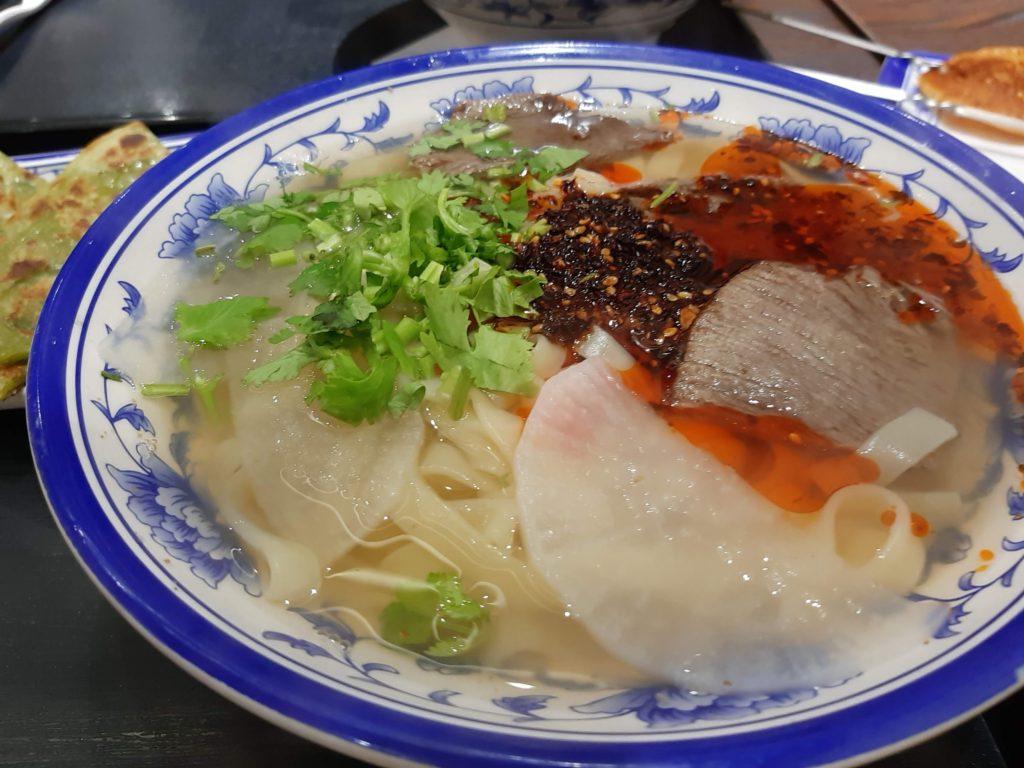 蘭州牛肉面ラー油パクチー入り平麺
