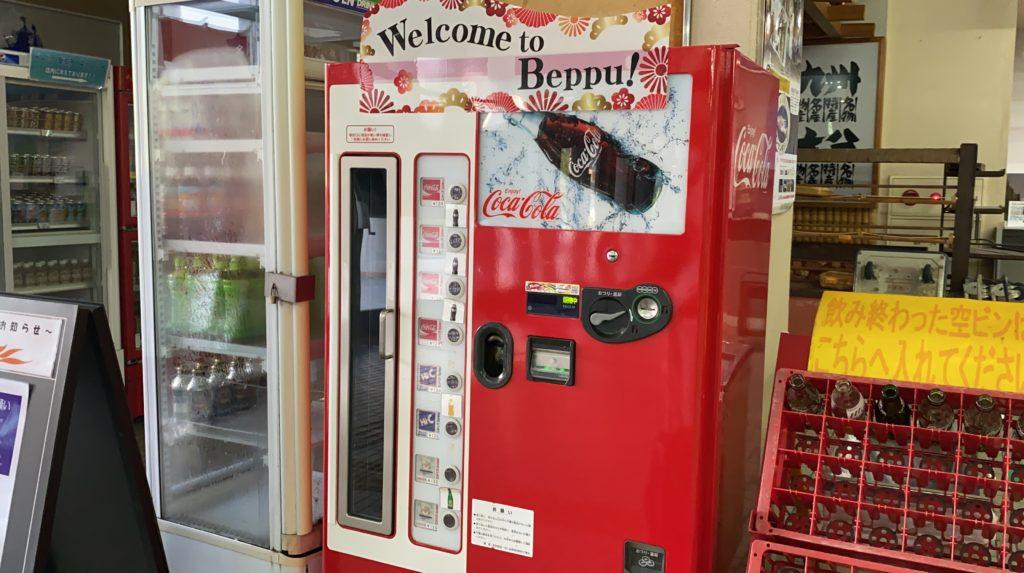 瓶のコカコーラ自販機