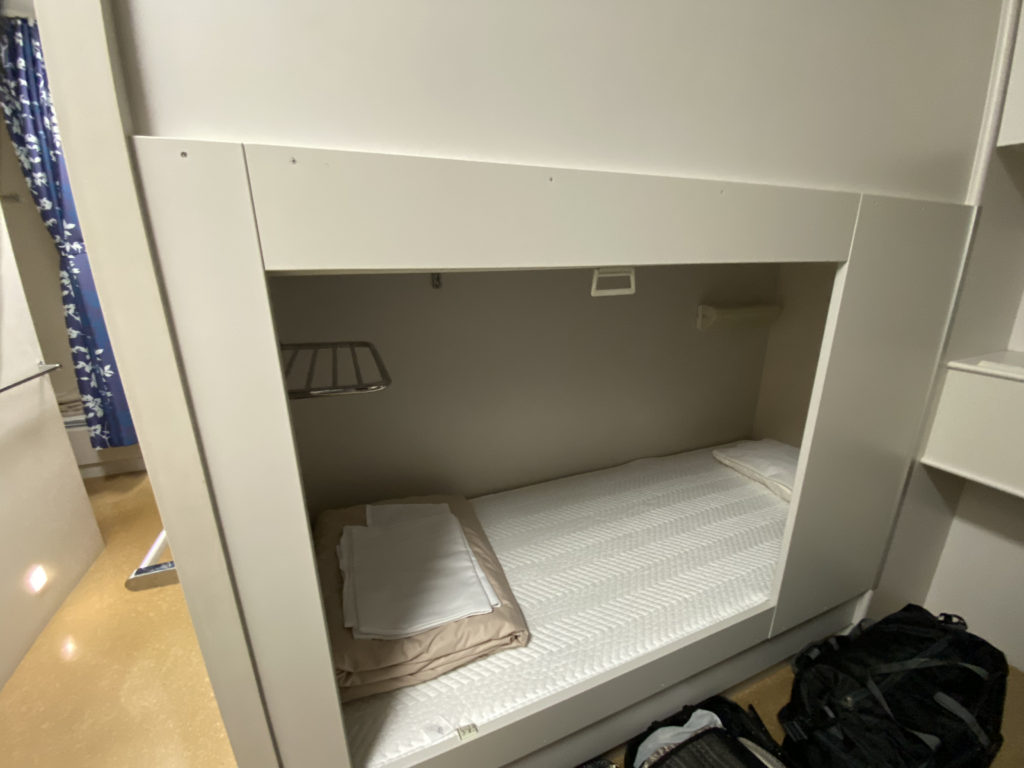 ツーリストAのベッド