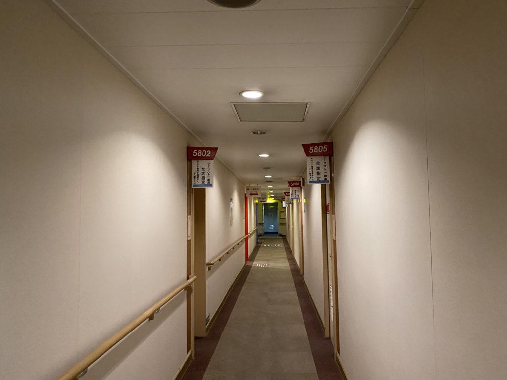 5階ツーリストの部屋前の廊下