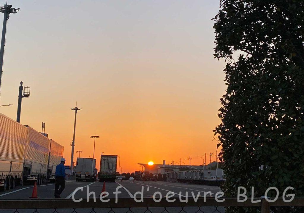 神戸六甲フェリーターミナルから見た朝日